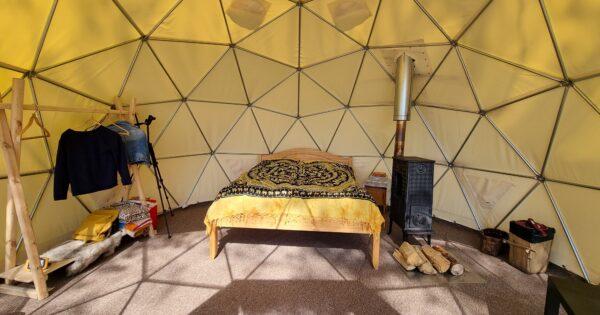 Nakvynė kupole. Dvigulė lova